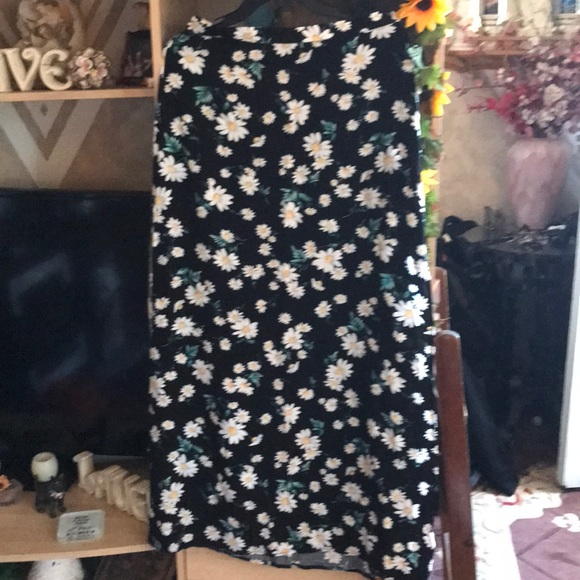 Forever 21 Dresses & Skirts - Steal of the week ❤️❤️ Daisy's maxi skirt